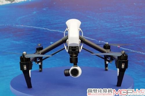 """在香港玩具展上展示dji""""悟""""inspire1 无人机,这款无人机可以用平板"""